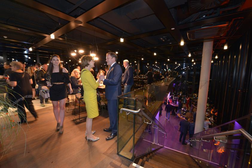Ein stimmungsvoller Abend in der Rooftop-Bar hu:goes14