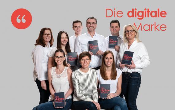 Das Team von Widerhall unterstützt bei der Markentransformation ins digitale Zeitalter