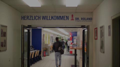 Dr. Roland Maturaschule - Leuchttürme statt Straßenpoller