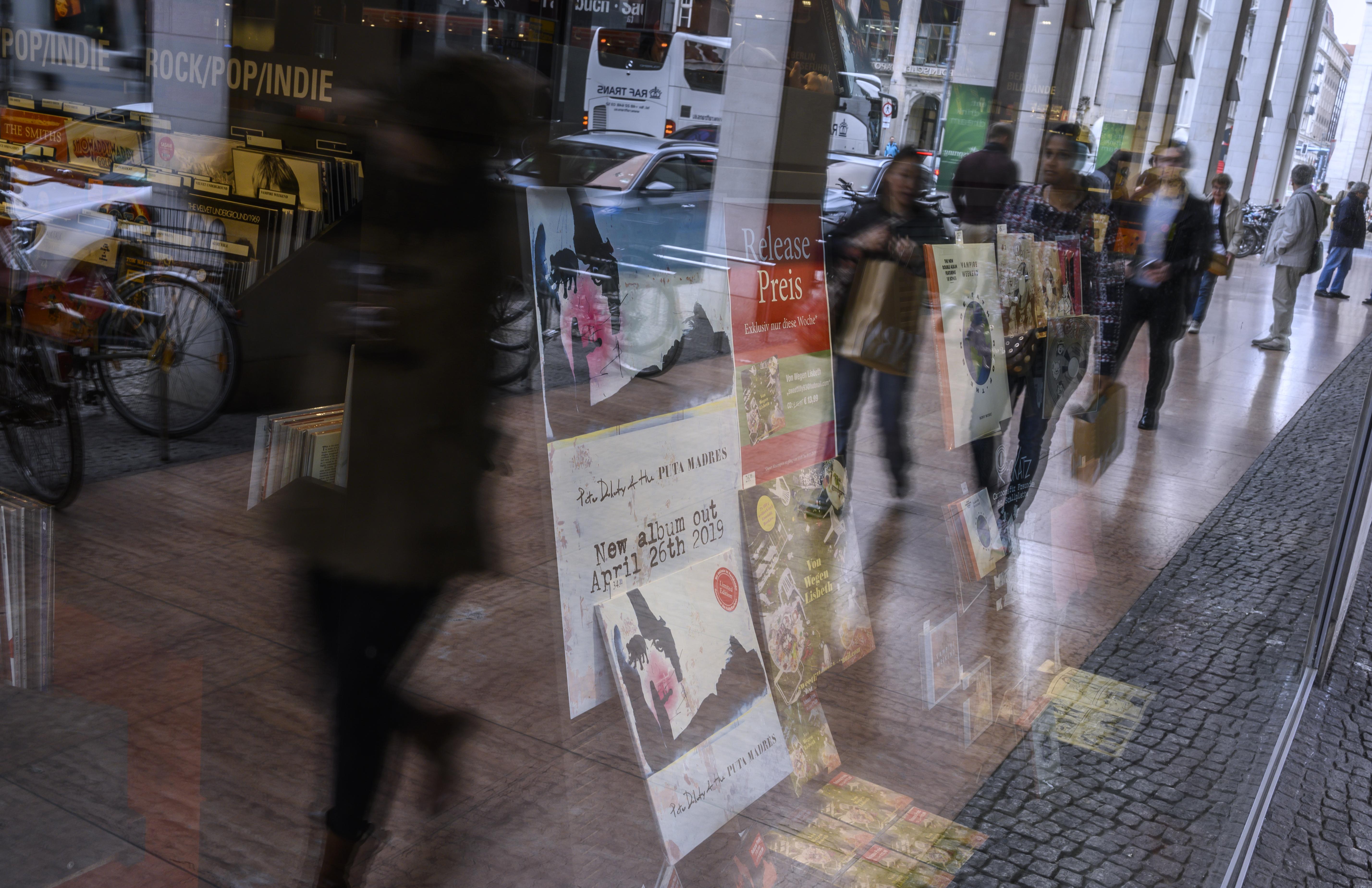 Ausgaben Im Internet-Einzelhandel Steigen Auf Rekordniveau