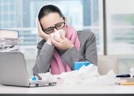 Krank im Büro: Nur 38% bleiben daheim