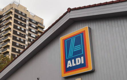 Auch Aldi geht online