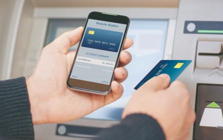 Die Bankomatkarte wird am Smartphone mobil