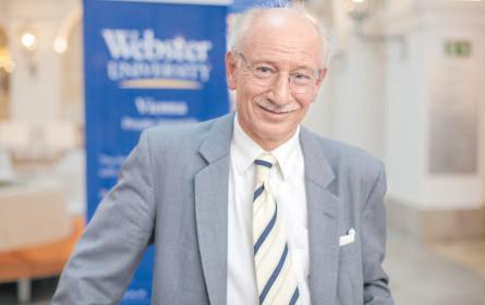 Pensionsexperte mit jugendlichem Webster-Schwung