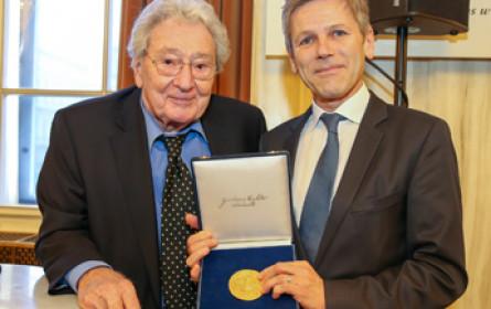 AKM zeichnet Josef Ostermayer mit Gustav-Mahler-Medaille aus