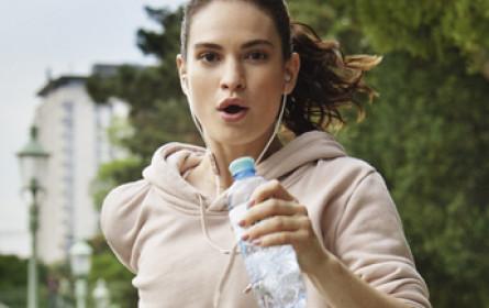 Lily James für Vöslauer Mineralwasser