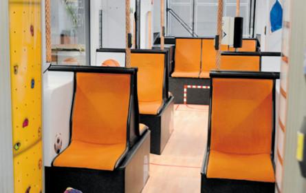 Eine Straßenbahn macht Schule