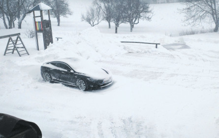 "Tesla Model S in: ""Der Winterkönig"""