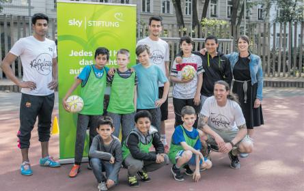 Sky Stiftung im Fußballkäfig