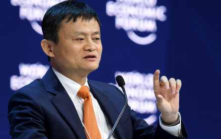 Alibaba heizt Wettstreit mit Amazon mit Milliardeninvestition an