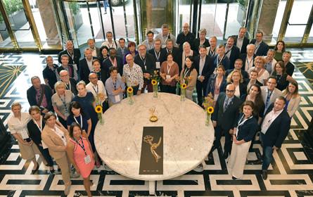 Fernseh-Branche netzwerkt beim Cocktail Prolongé der International Emmy Awards