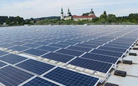 Spitz nimmt neue Photovoltaik-Anlage in Betrieb