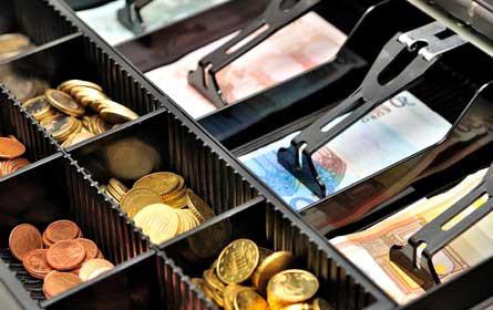 Österreicher halten am Bargeld fest