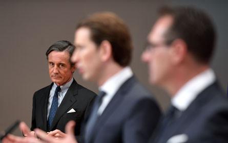Shiny happy Kanzler: Diskussion um Politik-PR-Bilder in den Medien