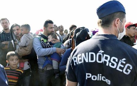 Ungarische Kamerafrau nach Tritten gegen Flüchtlinge freigesprochen