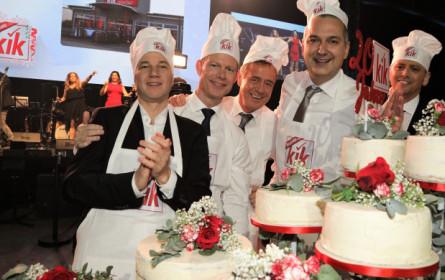 KiK feiert 20 Jahre in Österreich und spendet 20.000 Euro für Reha-Kids