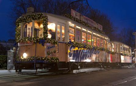 Alle Jahre wieder: die Manner Weihnachtsstraßenbahn