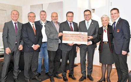 """Wirtschaftswanderung: 37.793 Euro gehen an """"Netzwerk Tirol hilft"""""""