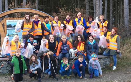 Saubere Sache: Hofer-Mitarbeiter auf Müll-Mission im Murtal
