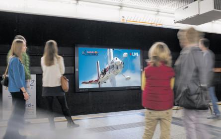 Red Bull fliegt in der U-Bahn