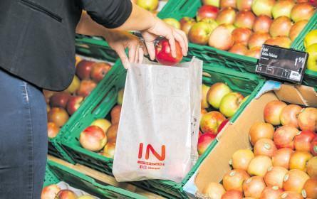 Der Apfel rollt ins Papier