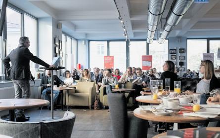 Premiere: Erster Salon Identum