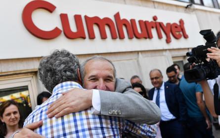 """Ex-Mitarbeiter von """"Cumhuriyet"""" müssen zurück ins Gefängnis"""