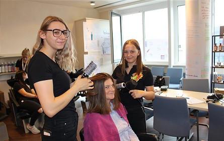 dm: Ausbildungsstart für Friseure und Kosmetiker