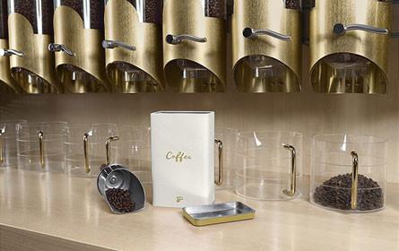 Tchibo befüllt mitgebrachte Kaffeedosen