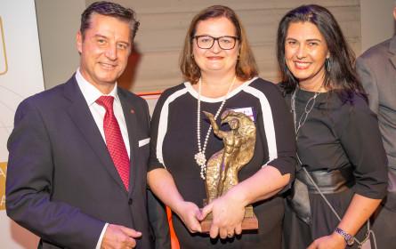 Internorm - Chefin  Anette Klinger mit Brand [Life] Award 2019 ausgezeichnet