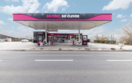 Pink präsentiert neuartiges Tankstellenkonzept