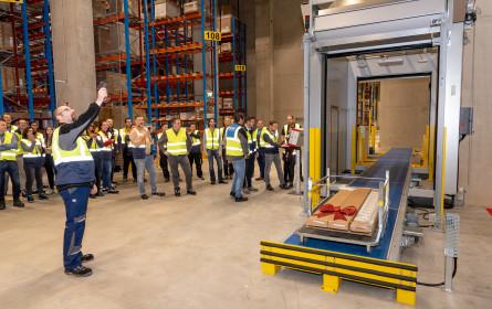 Erste Kundenlieferung vom IKEA Logistikzentrum Wien