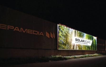 Plakate im Spotlight: Out-of-Home-Experte Epamedia präsentiert Solarboard