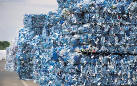 Flaschendrehen im Recycling-Kreislauf