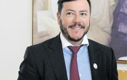 Benkos Signa will Globus