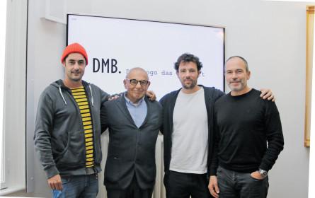 DMB. mit einem Logo, das auch twittert