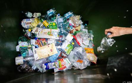 """Greenpeace zur BMK-Pfandstudie: """"Müll sammeln ist gut, vermeiden ist besser"""""""