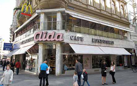 Wiener Café-Konditorei Aida zeigt stellvertretend für die Branche auf