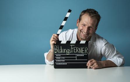 """Andreas Ferner mit Schulkabarett """"BildungsFerner"""" zum Schulschluss auf ServusTV"""