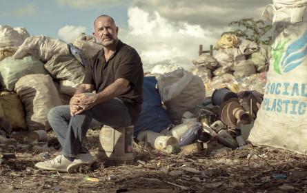 Hofer unterstützt Plastic Bank mit neuen Kulttragetaschen