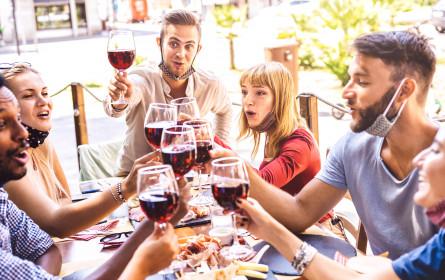 Österreicher vertrauen erfundenen Weingütesiegeln