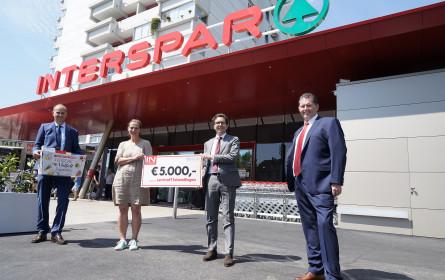 Interspar überreichte dem Lerntreff Schendlingen in Bregenz 5.000 Euro