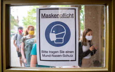 """Corona-Ampel: Maskenpflicht für Handel """"gelinderes Mittel"""""""