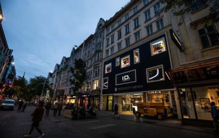 Mooncity Vienna E-Mobility Pop-up-Store erstrahlt in der Mariahilferstraße durch Porsche Media & Creative