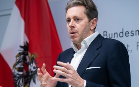 Gewerkschaft & WKÖ greifen Handelsverband-Forderung nach Österreich Schecks auf