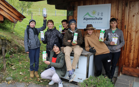 Drei Schulklassen durften mit Hofer eine Naturerlebniswoche in der Alpenschule Tirol verbringen