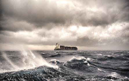 Eine raue See beutelt den Welthandel heftig