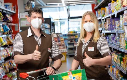 Spar stellt den Kunden FFP2-Maske gratis zur Verfügung
