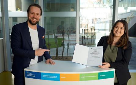 VÖZ-Preis für Medienforschung an FH Burgenland-Absolventin
