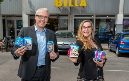 Billa spendet Playmobil-Figuren an St. Elisabeth-Stiftung